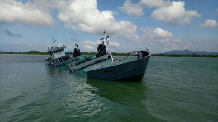 Kapal Bermuatan Semen Tabrak Karang | Pemkab-Karimun,-Kecelakaan