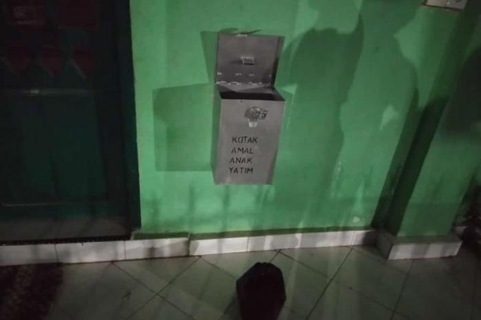 Kepergok Curi Kotak Amal Masjid Baiturrahman Pelaku Kabur Tinggalkan HP dan Tas  