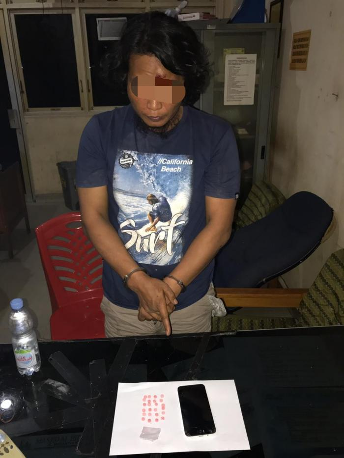 Edarkan Pil Ektasi, Pria Berambut Gondrong Ini Diciduk Polisi   Polres-Dumai,Narkoba,Masyarakat-Kota-Dumai